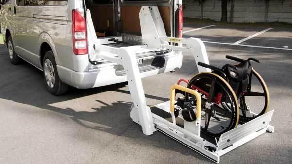全自動モデルの車椅子用リフト